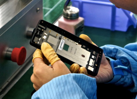 Workers should watch every part of the phone and check each detail