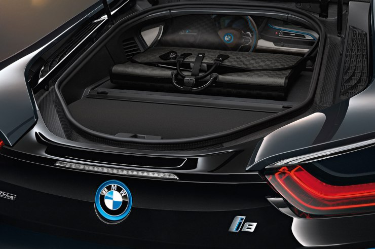 2014-bmw-i8-with-custom-louis-vuitton-luggage-trunk
